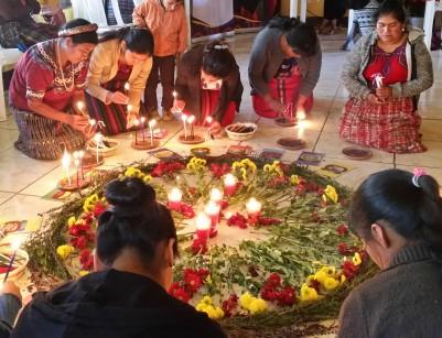 femmes mayas k'iches.jpg
